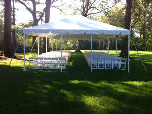 custom cntr aisle on 20x frame tent